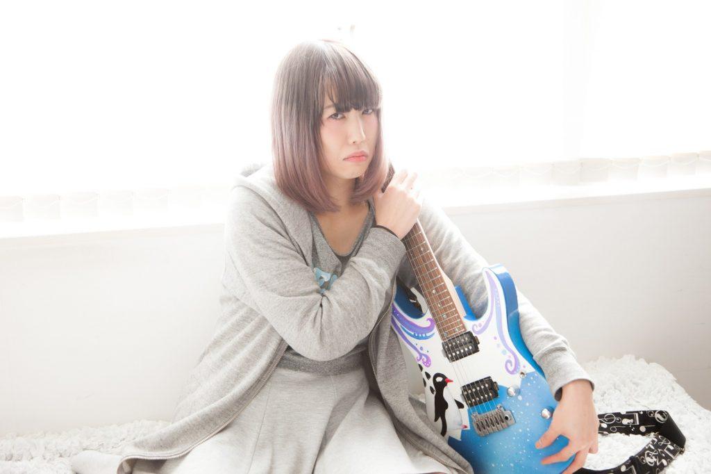 ギター女性